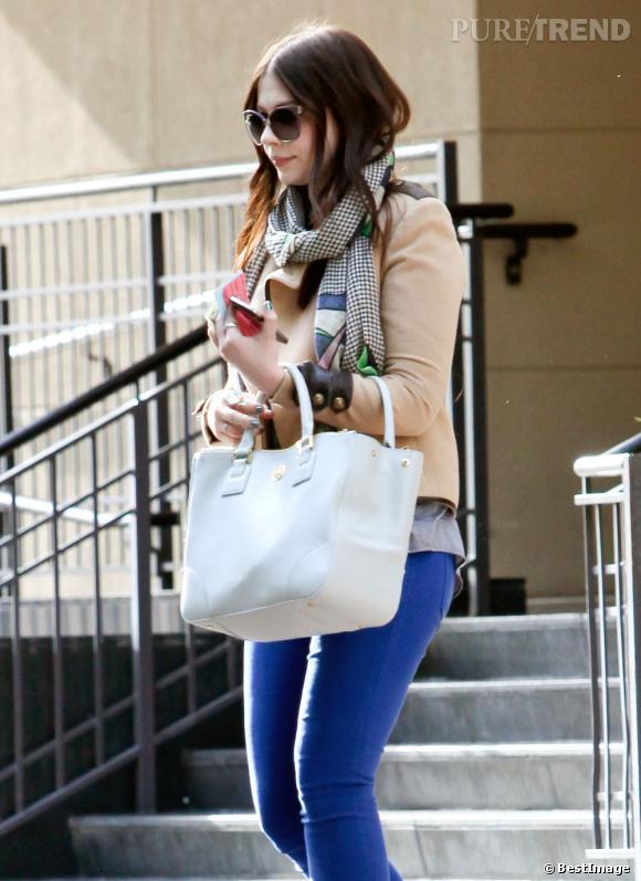 Michelle Trachtenberg dans les rues de Los Angeles.