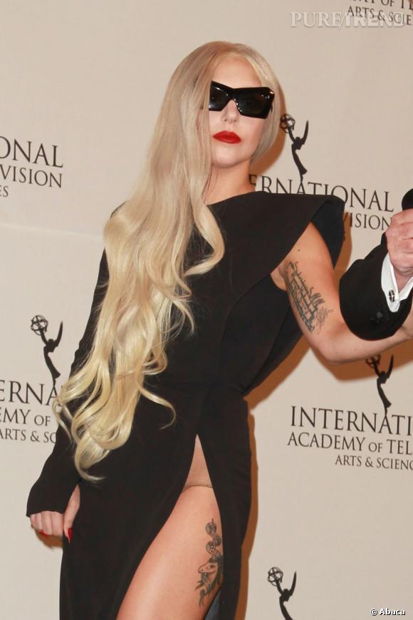 Lady Gaga et sa chevelure en cascade.