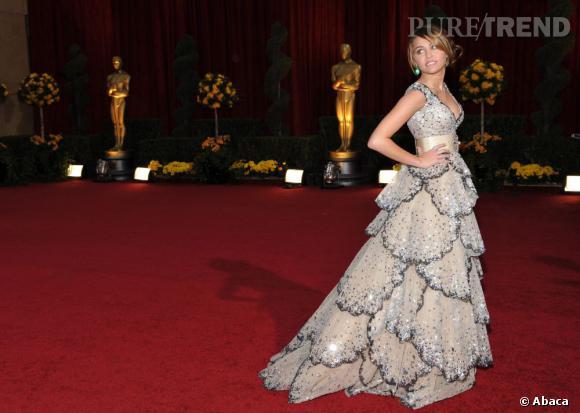 Miley Cyrus dans une robe coquillage Zuhair Murad Printemps-Été 2009.
