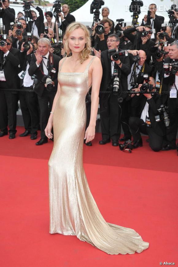 Diane Kruger n'a pas d'écailles, mais pourtant une silhouette de sirène en Calvin Klein.