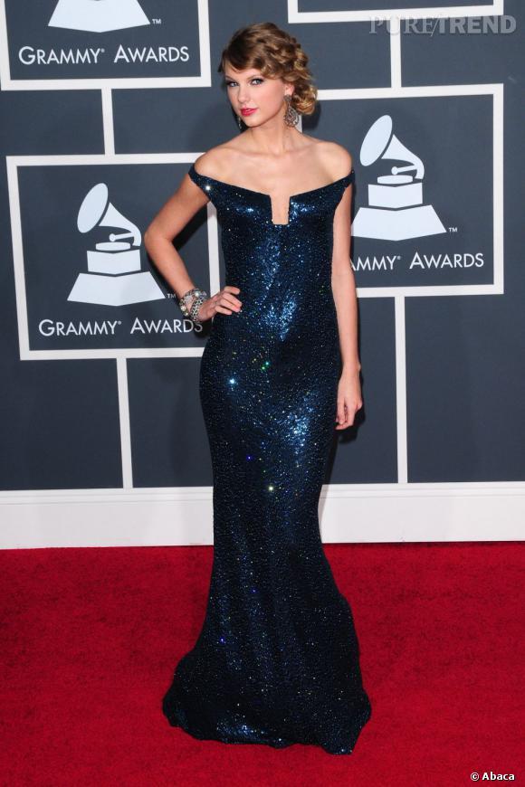 Taylor Swift, sirène de la nuit en robe à sequins Kaufman Franco.