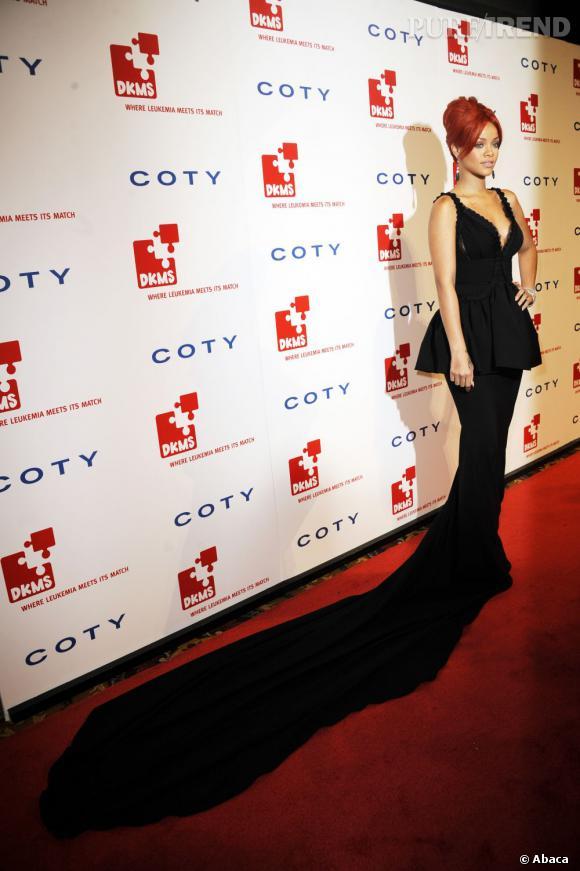 Rihanna, sculpturale dans sa robe Dsquared Automne-Hiver 2011/2012.