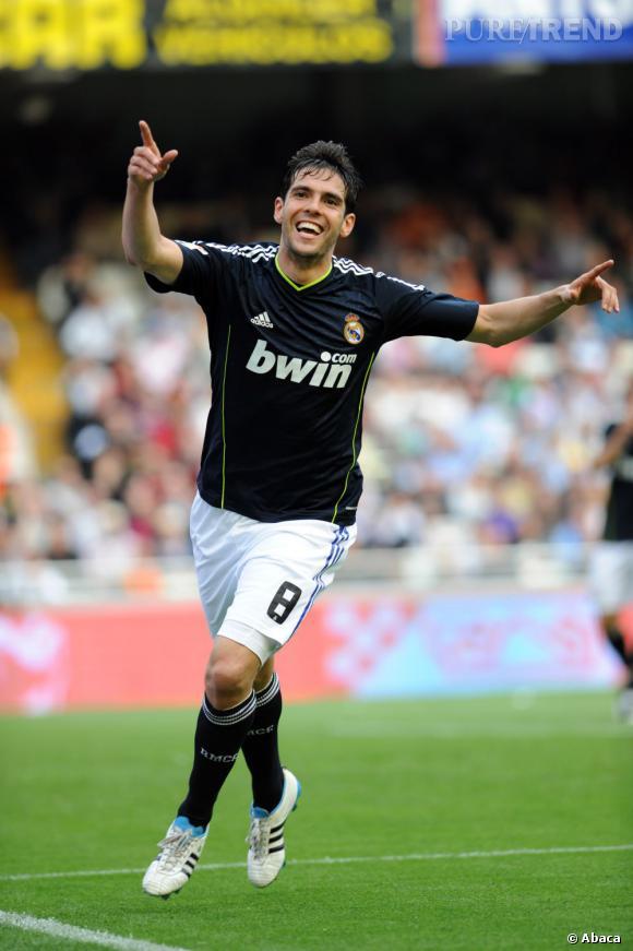 Si il n'est pas mannequin, Ricardo Izecson dos Santos Leite alias Kaká est de ces brésiliens qui fait parler de lui. Joueur de foot, ballon d'or et plutôt beau gosse, il respecte la tradition du pays.