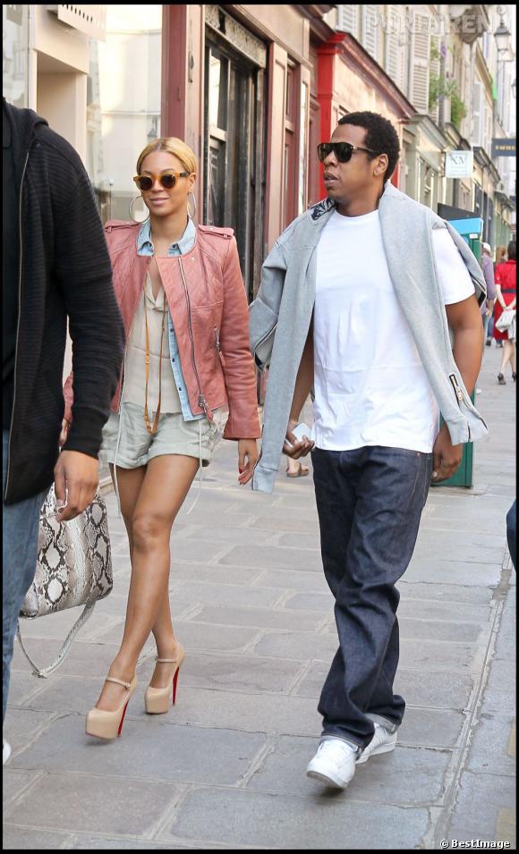 En 2011  : Jay-Z et Beyoncé dans les rues de Paris.