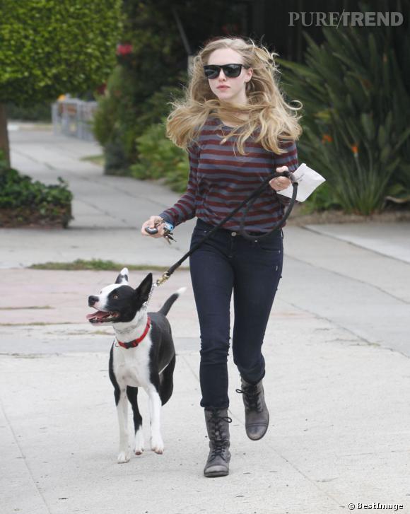 """Amanda Seyfried à la sortie de """"Dog House"""" après un toilettage mérité."""