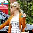 Reese Witherspoon mise sur des ballerines Repetto pour compléter son look version tout confort.