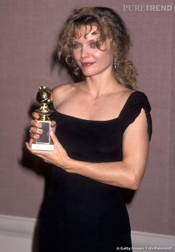 Le flop beauty look : Yeux rouges et teint terne, l'actrice aurait mieux fait d'insister sur son make up.
