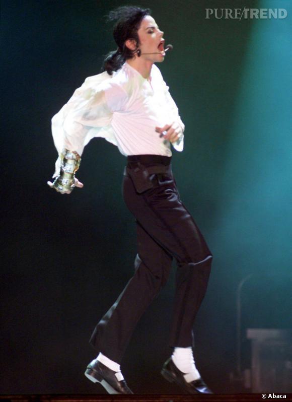 Michael Jackson, l'artiste le plus couronné de tout les temps, intègre le musée en 2001. Il est certifié double disque de platine aux États-Unis la même année.