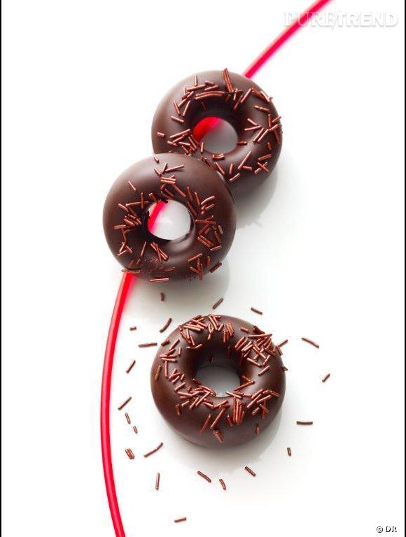 Donuts choco-mûre, Collection pâtisserie printemps-été 2012 par Christophe Michalak, chef pâtissier du Plaza-Athénée