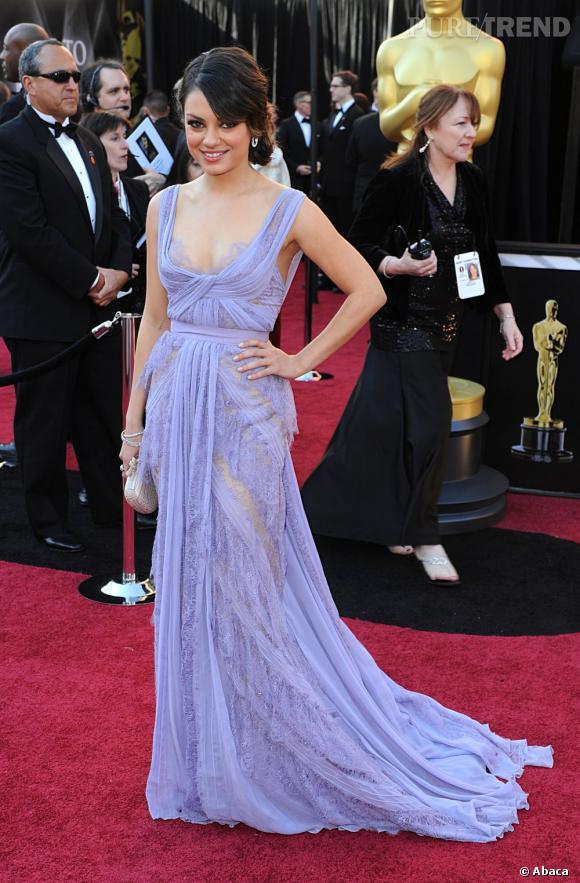 Mila Kunis craque pour une robe violet pastel Elie Saab.