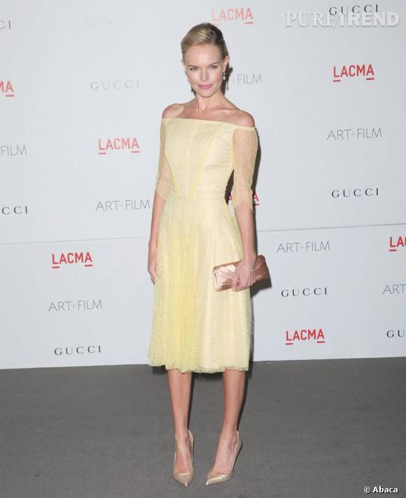 Kate Bosworth jette son dévolu sur une robe jaune pastel Erdem.