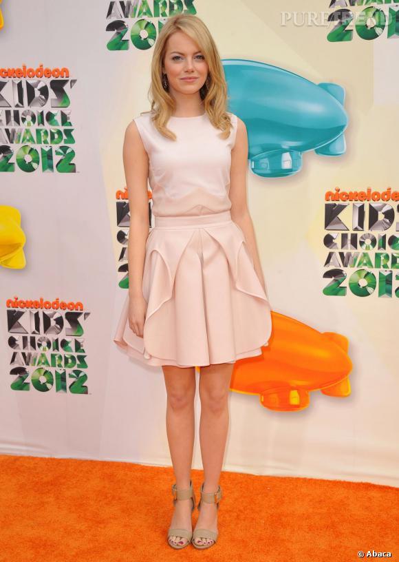 Emma Stone, jolie poupée pastel en Antonio Berardi.