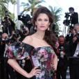 Bianca Balti porte une robe Dolce & Gabbana.