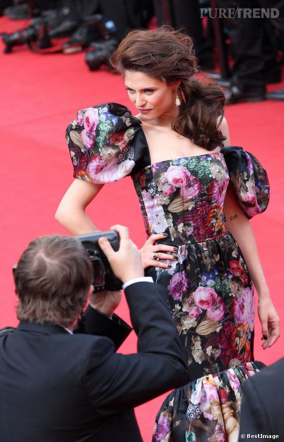 """Bianca Balti lors de la montée des marches de """"Lawless"""" à Cannes."""