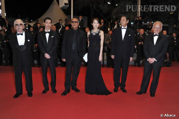 "Rin Takanashi, Abbas Kiarostami, Tadashi Okuno lors de la montée des marches de ""Like someone in love""."