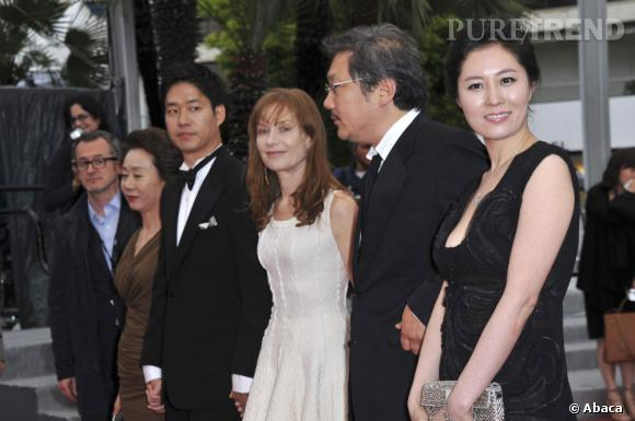 """L'équipe du film """"Da-reun na-ra-e-suh"""" (""""In another country"""")."""