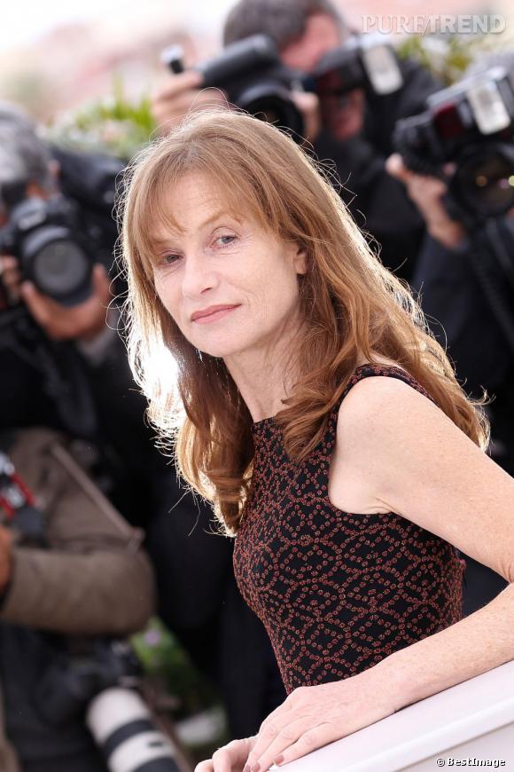 Habituée du Festival de Cannes, Isabelle Huppert joue le jeu et multiplie les poses