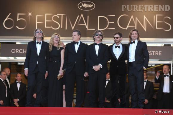 """Brad Pitt fait sensation lors de la montée des marches de """"Killing them Softly""""."""