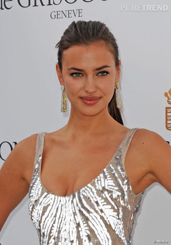 Irina Shayk, un look éclatant.