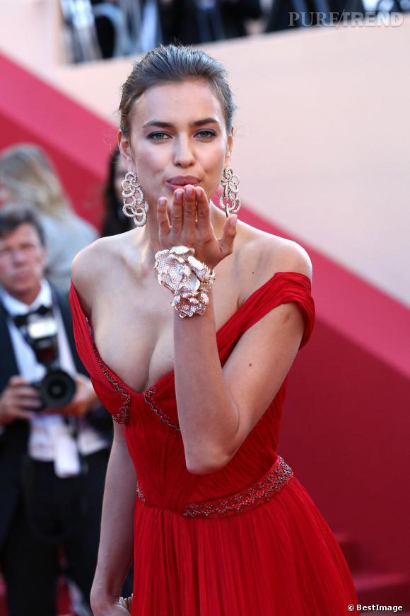 """Irina Shayk au Festival de Cannes 2012 pour la montée des marches de """"Killing Them Softly""""."""