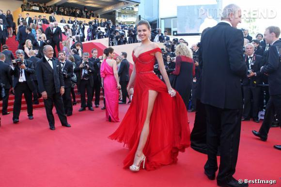 Irina Shayk en Roberto Cavalli faire des ravages sur le tapis rouge.