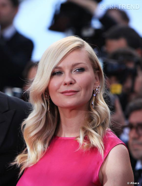 """Kirsten Dunst a choisi de porter les boucles d'oreilles """"Apsara"""" Louis Vuitton Haute Joaillerie."""