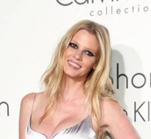 Lara Stone, nouveau visage du parfum Euphoria de Calvin Klein