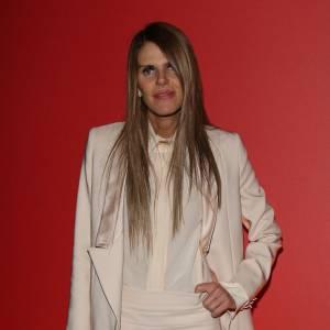 Anna Della Russo est une bête de mode, une vraie, du genre à préférer contempler ses vêtements plutôt que de tailler le bout de gras. Dommage, ses jambes ultra-fines ne souffriraient pas de prendre quelques rondeurs.