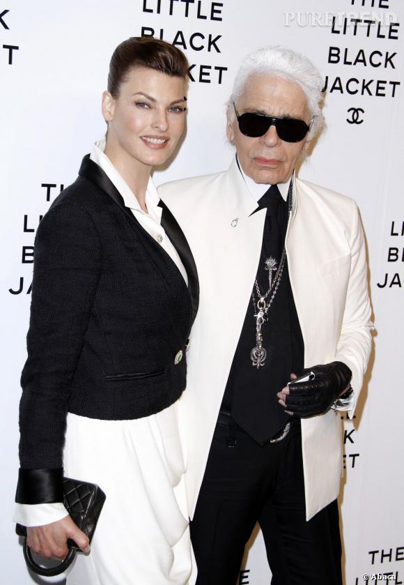 Parfaitement coordonnés, Linda Evangelista et Karl Lagerfeld prennent la pose au photocall.
