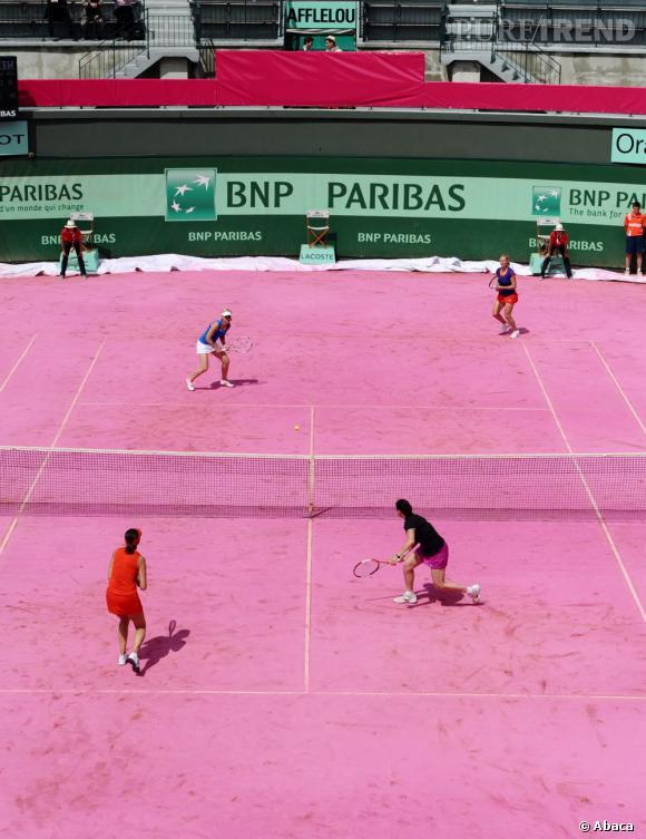 Jeudi 7 juin, le court n°1 de Roland Garros s'est paré de rose, tandis que des bars à ongles et à brushings investissaient le court n°4...