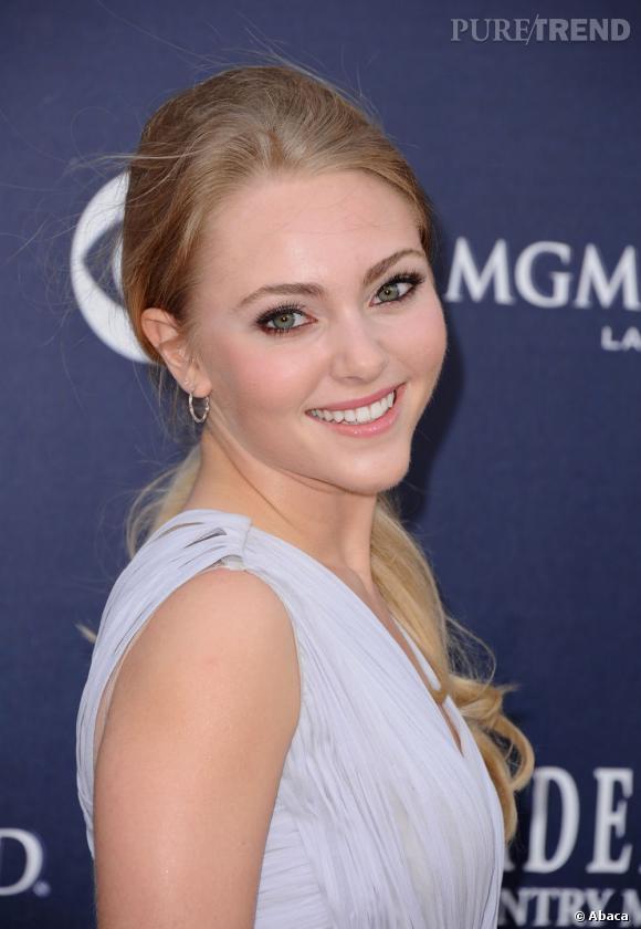 L'actrice qui joue la jeune Carrie Bradshaw, AnnaSophia Robb, peut compter sur un teint éclatant à seulement 18 ans.