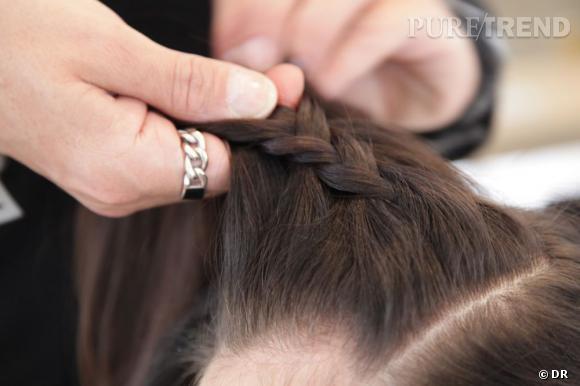 Pour la natte en relief, on divise la chevelure en trois et l\u0026039