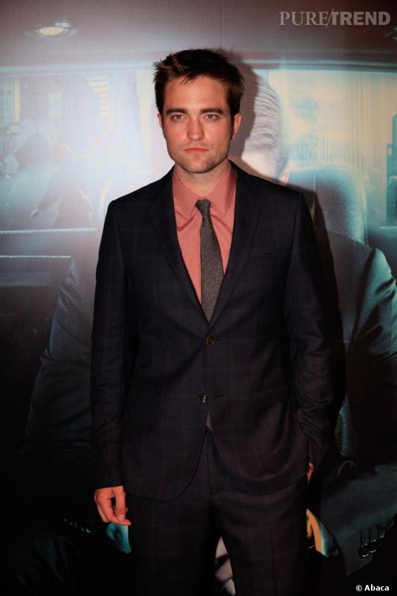 """N°8 : Robert Pattinson  La saga """"Twilight"""" cartonne toujours autant au box-office assurant une bonne position dans le classement pour son héro Robert Pattinson et surtout 26.5 millions de dollars, de quoi assurer un beau mariage à Kristen Stewart."""
