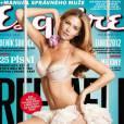 La femme la plus sexy du monde n'hésite pas à poser en lingerie en couverture des magazines.
