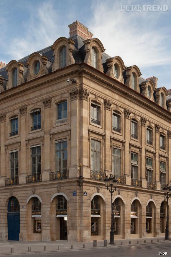Façade de la boutique Louis Vuitton, située au 23 Place Vendôme.