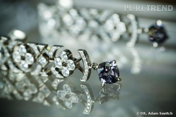 Boucles d'oreilles Louis Vuitton.