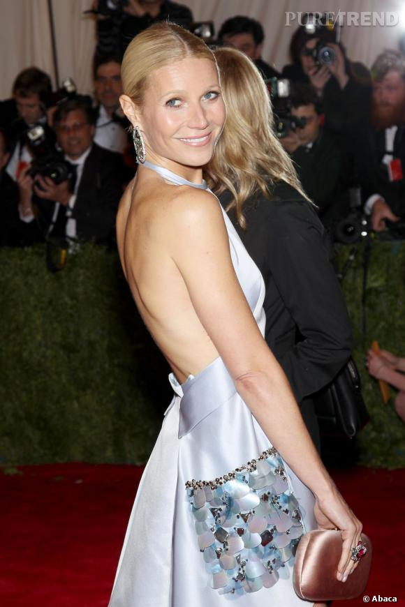 Mais Gwyneth Paltrow ne reste pas derrière ses fourneaux, et elle arpente régulièrement les tapis rouges, toujours très mode !