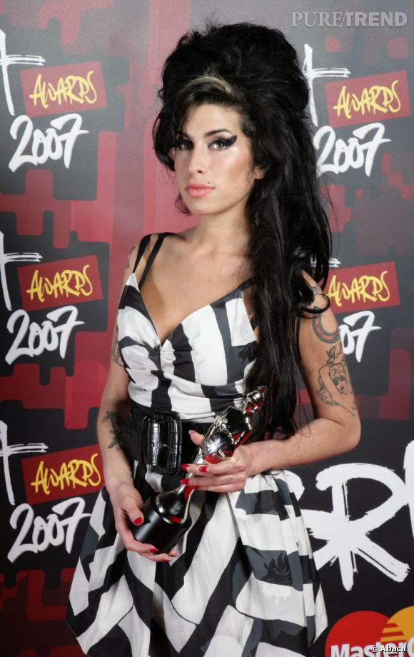 Trait d'eyeliner épais et choucroute XXL, tel était le style de feu Amy Winehouse.