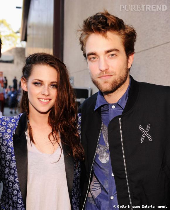 Kristen Stewart et Robert Pattinson lors des Teen Choice Awards 2012 avant que la rumeur ne fasse surface.