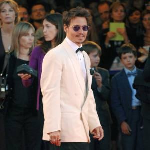 C'est à sa première femme, Lori Anne Allison, que Johnny Depp doit sa carrière. Maquilleuse dans le cinéma, elle lui présente Nicolas Cage qui lui offre son premier rôle. Ils divorcent au bout de deux ans.