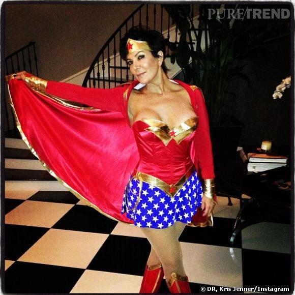 Kris Jenner a eu un petit accident de costume, n'est pas Wonder Woman qui veut.