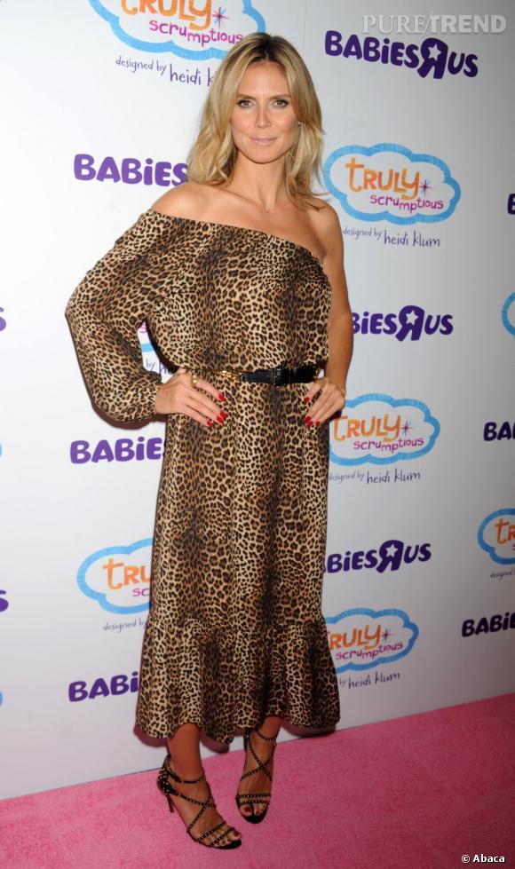 Heidi Klum joue les sexy sauvageonne en robe Michael Kors.