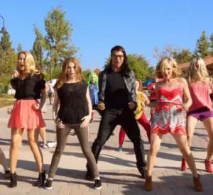 "Le casting de ""Pitch Perfect"" se met au lipdub avec ""Starships"" de Nicki Minaj."