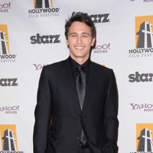Playboy atypique d'Hollywood, James Franco a un peu plus de charisme et de crédibilité indé que Robert Pattinson.