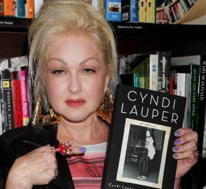 """Cyndi Lauper et son nouveau livre : """"A Memoir""""."""