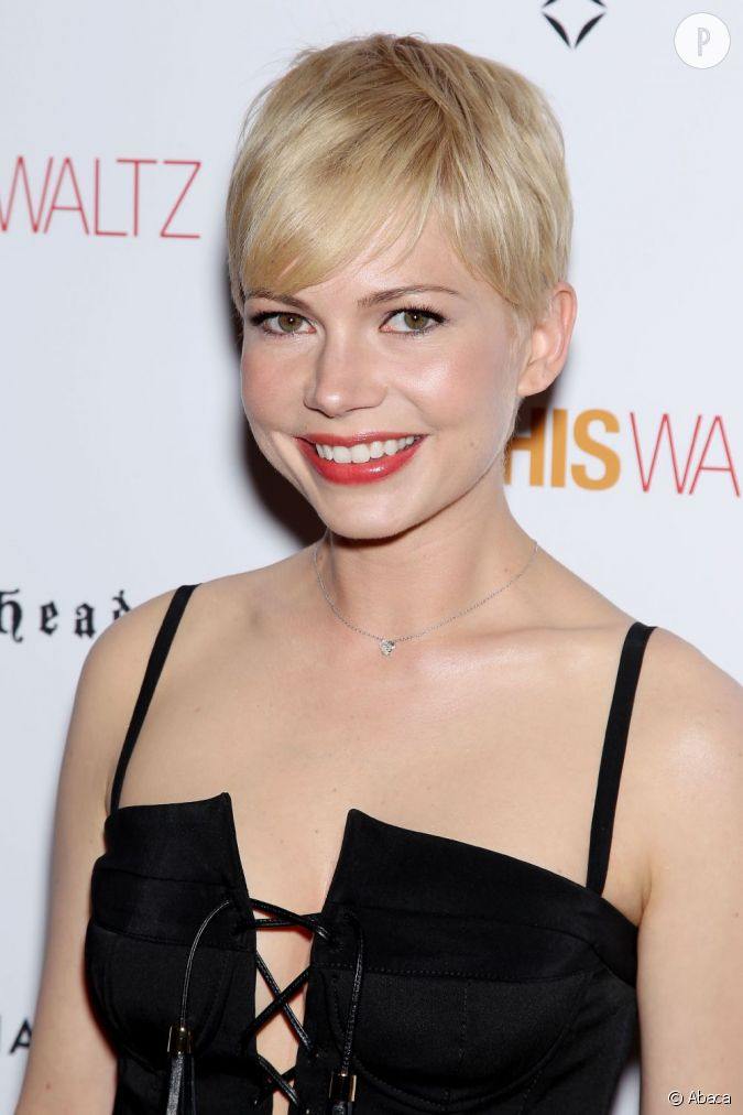 michelle williams est une fan des cheveux courts qu 39 elle twiste avec du blond platine et une. Black Bedroom Furniture Sets. Home Design Ideas