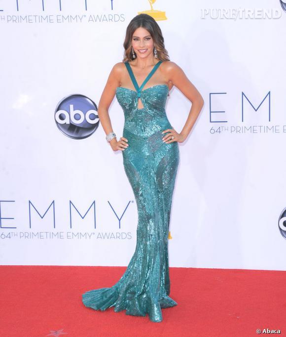 """Le pire """"robe bleu"""" : Sofia Vergara... too much ! A trop vouloir jouer les sirènes, la belle brune s'y perd."""