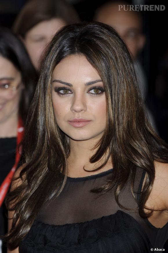 L 39 actrice se laisse tenter par le balayage multipliant les nuances de brun dans sa chevelure - Actrice yeux bleus ...