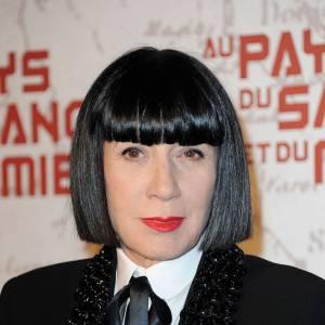 """Les secrets de beauté des stars : Nom : Chantal Thomass Profession : Créatrice  Son secret : """"Je suis restée fidèle à mon style. Et le style est une véritable alternative à la beauté, car il ne s'altère pas avec le temps. Je reste fidèle à mes produits fétiches. J'utilise toujours le même rouge à lèvres mat de chez M.A.C, une poudre libre claire M.A.C pour le visage et je fais régulièrement des lissages japonais pour mes cheveux chez le coiffeur. Une bouche rouge, un teint diaphane et des cheveux lisses, c'est ça le secret de beauté Chantal Thomass..."""""""