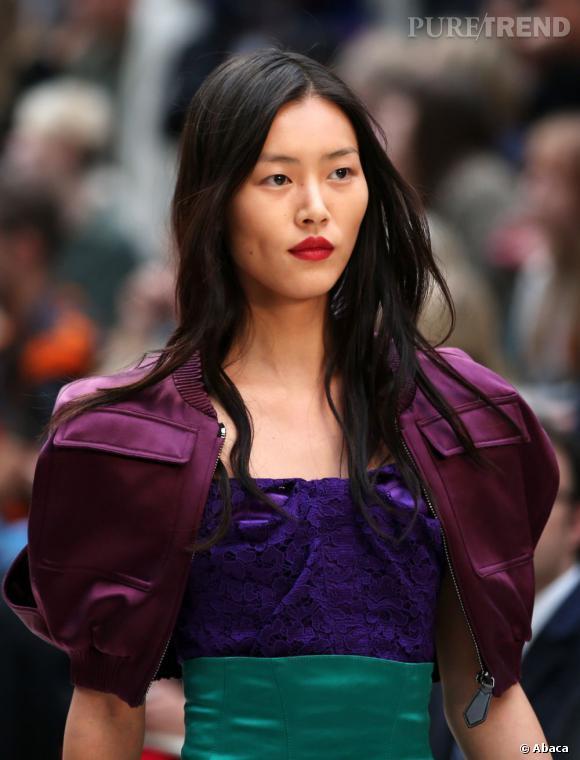 """Les secrets de beauté des stars :       Nom :   Liu Wen     Profession :     Top Model          Son secret :    """"Une vie saine ! Cela paraît simple, mais être zen et faire du sport est essentiel pour être belle. J'habite à New York, et là-bas, tout le monde court ! Et je m'y suis mise. Sinon, je suis adepte des produits de beauté Estée Lauder."""""""